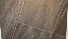 Vloertegels.nl - coemnaturalgeborsteld-kopie, Een mooie 60x60 formaat  antraciet vloertegel uit onze vloertegels collectie