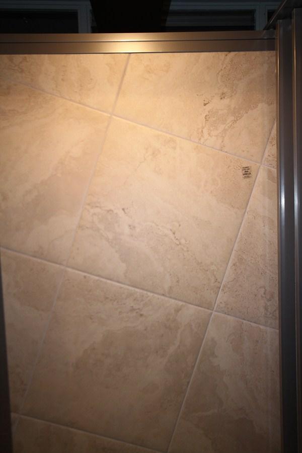 Vloertegels.nl - coemtravertinbrigbruno-kopie, Een mooie nette gestructureede beige -grijs vloertegel, hij is wat mooier dan het echte travertin.